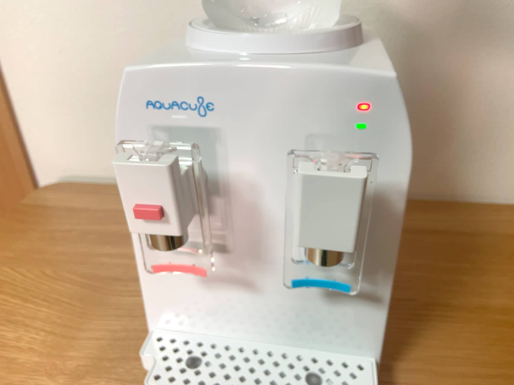 「AQUACUBE2」の冷水・温水ランプが付いている写真