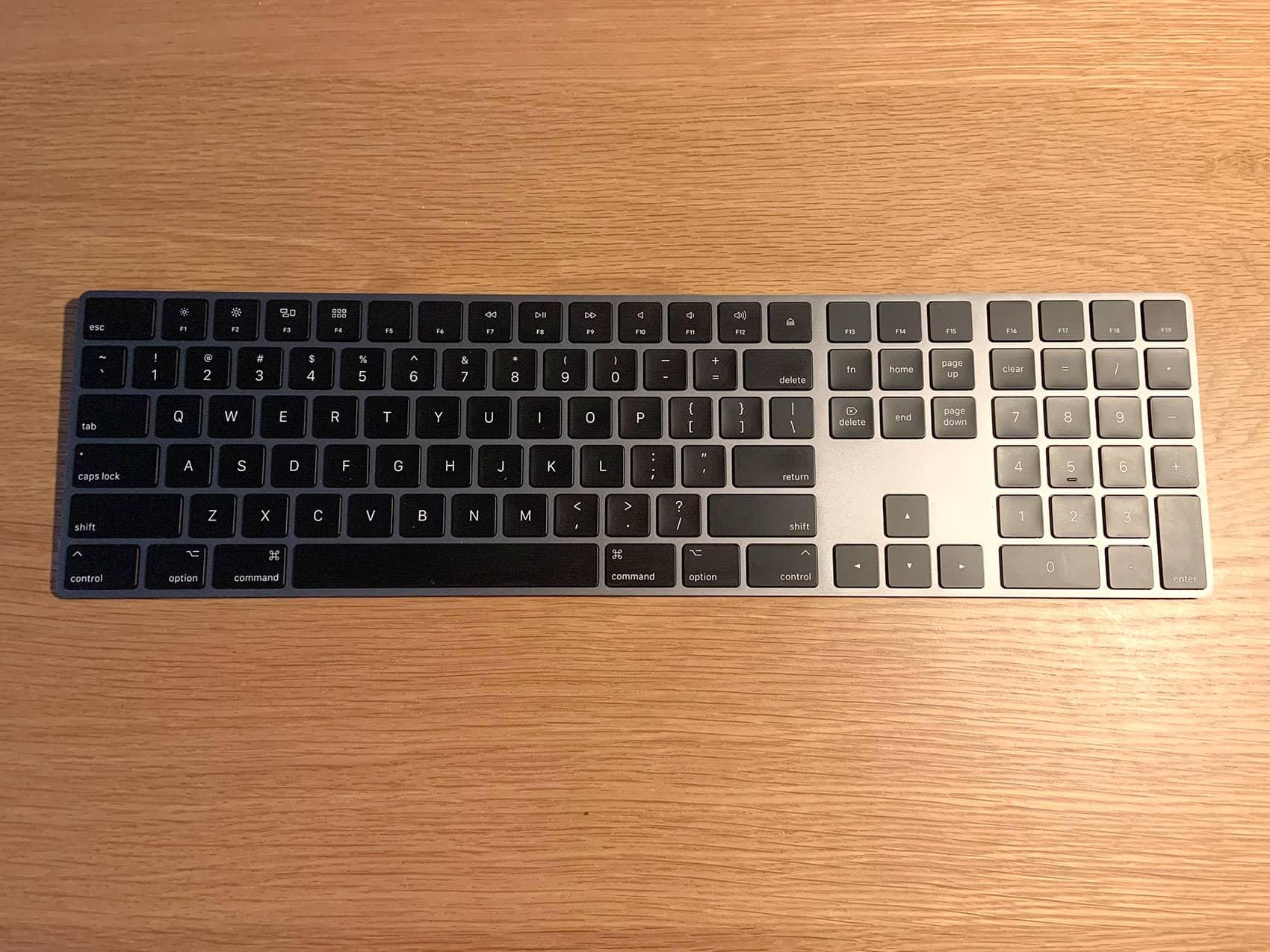 黒いMagic Keyboardテンキー付き