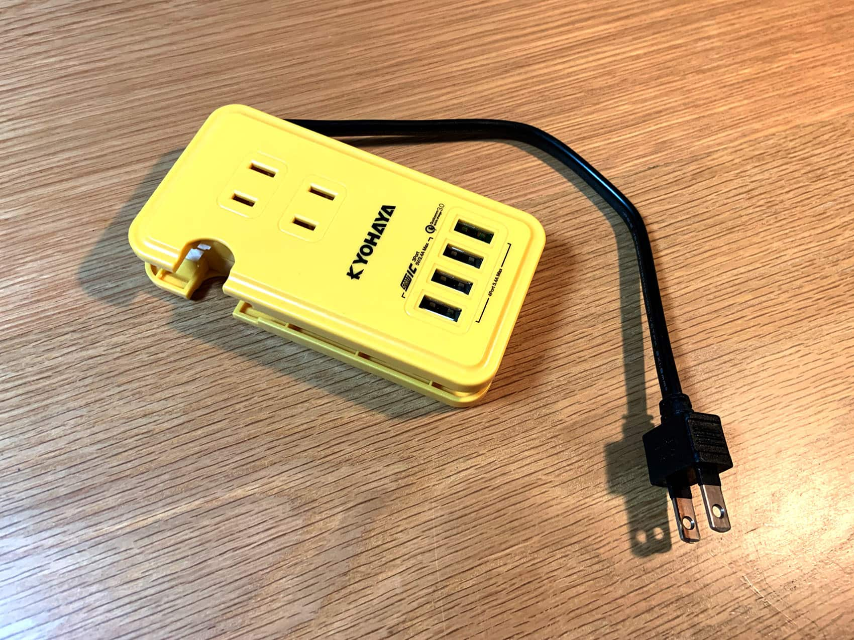 AC電源が3個、USBポートが4個