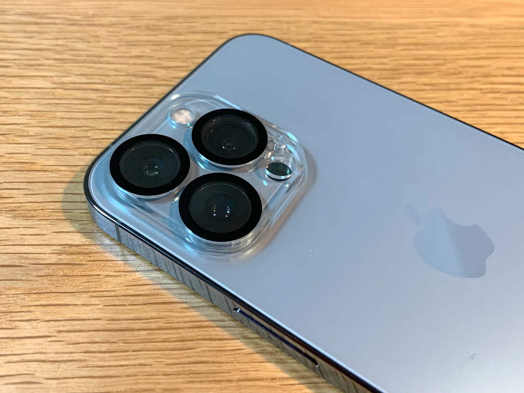 フィルムを貼ったiPhone13 Pro