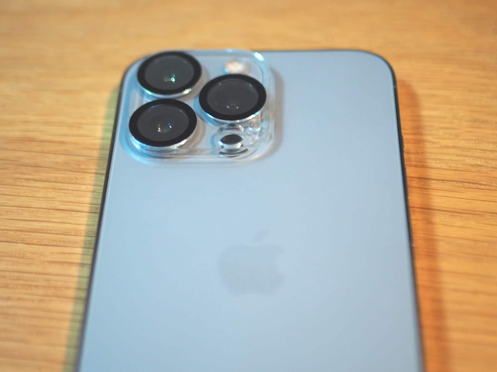 iPhone 13 Proのレンズは存在感がある・・・