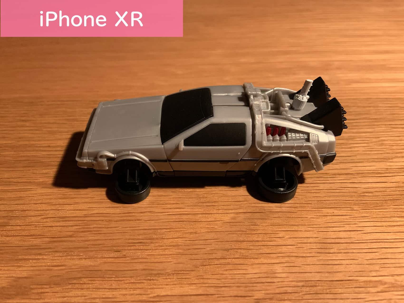 薄暗がりでiPhone XRでデロリアンを撮ってみた